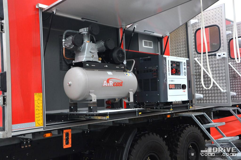 Компрессор и генератор размещены на выдвижных полозьях - упрощает и подключение и обслуживание