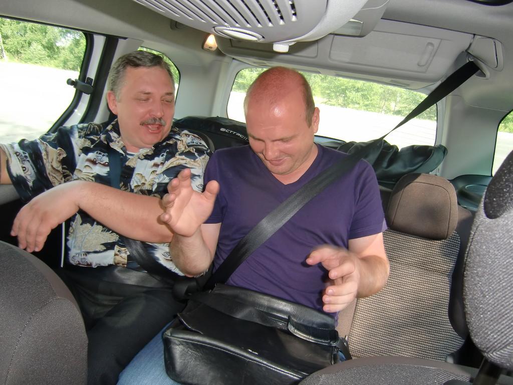 Ремень безопасности для среднего пассажира выглядит очень оригинально