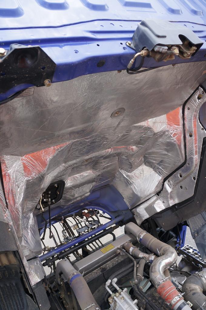Снизу кабина оклеена шумо- и теплоизоляционным материалом