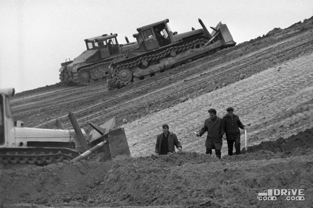 Трактора ДЭТ-250 в работе