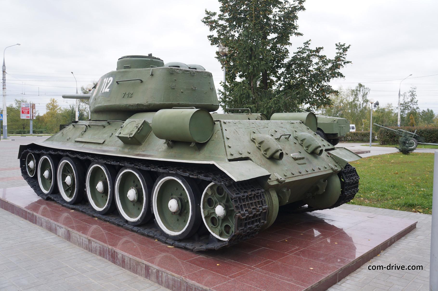 """Вполне естественно, что традиционная для любого военного музея """"тридцатьчетверка"""" с 85-миллиметровой пушкой есть и в Воронеже"""