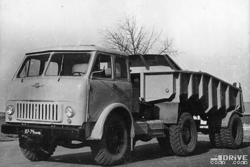 МАЗ-504Б с самосвальным полуприцепом МАЗ-5232В,  грузоподъемность 14 000 кг