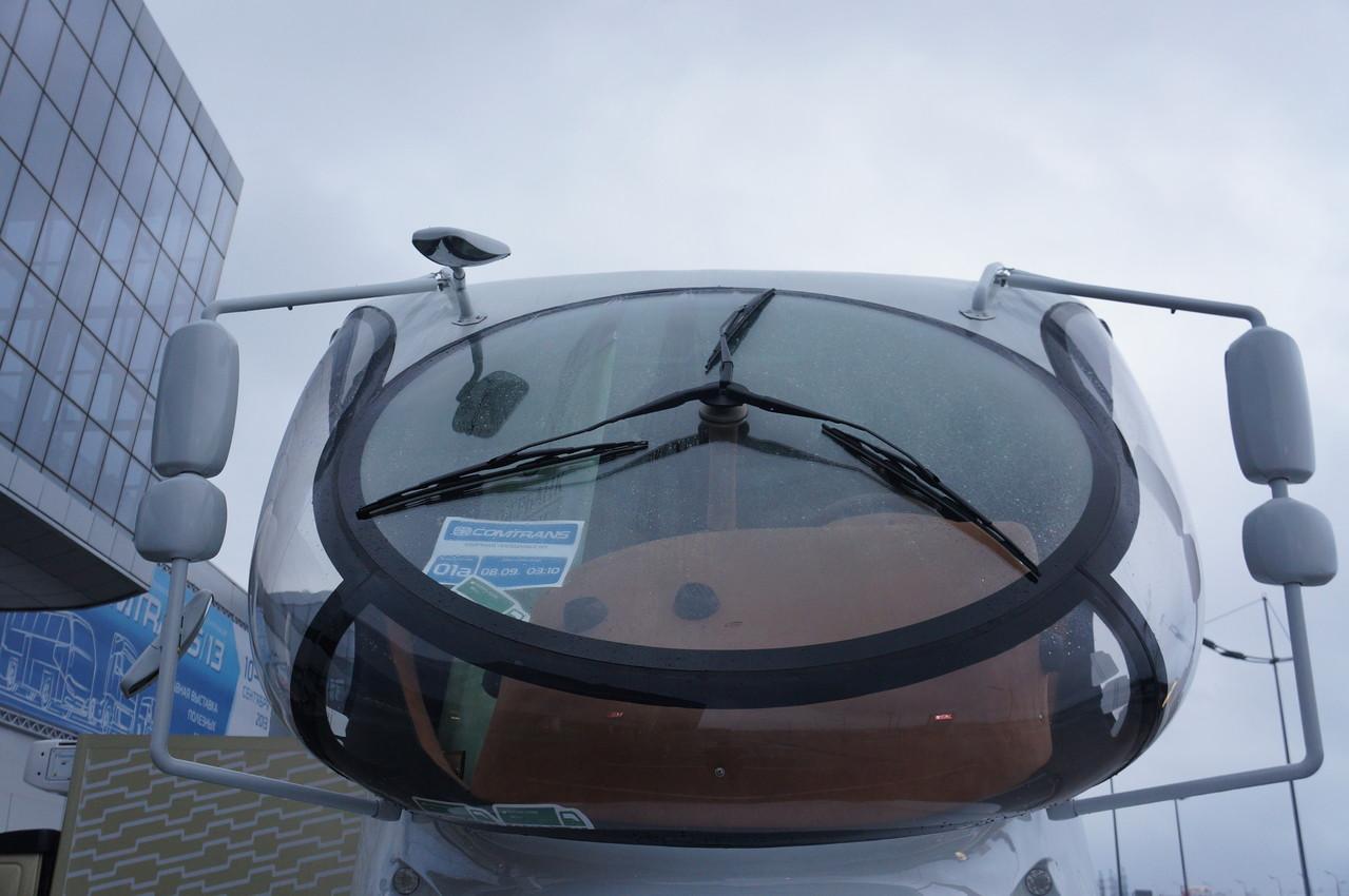Большой наклон ветрового стекла притягивает к себе все возможные осадки