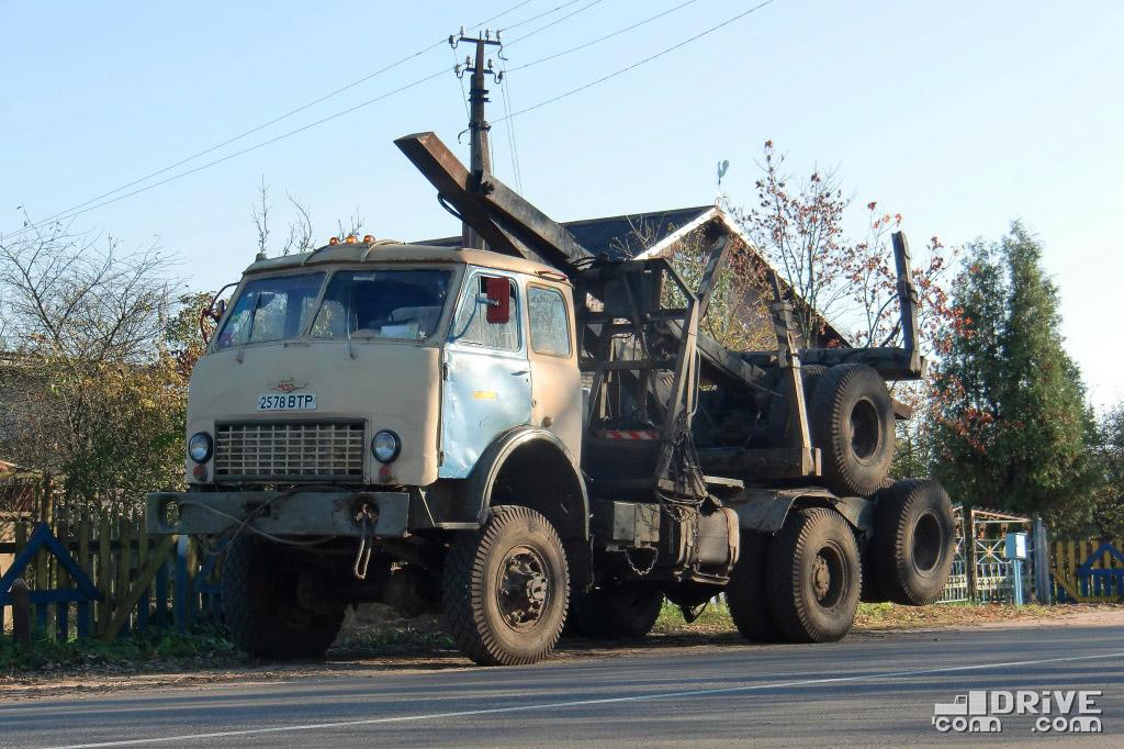 Лесовоз МАЗ-509А с прицепом-роспуском в транспортном положении. Полоцк. 07/10/2010