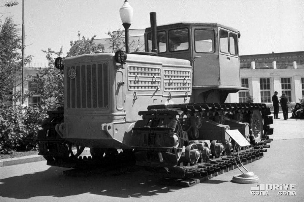 Трактор С-140 на выставке