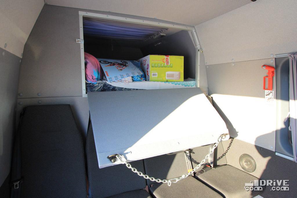 В пассажирском салоне достаточно места, чтобы путешествовать, вытянув ноги, а весь скарб можно разместить в специальном отсеке за спиной