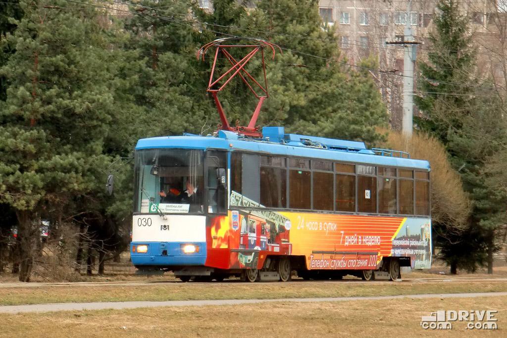 """Вагон БКМ 60102 (заводской №001) постройки 2001 года. Эксплуатировался на маршрутах до 2017 года, после чего был списан и разрезан на металлолом. Минск, ДС """"Зеленый луг"""". 31/03/2011"""