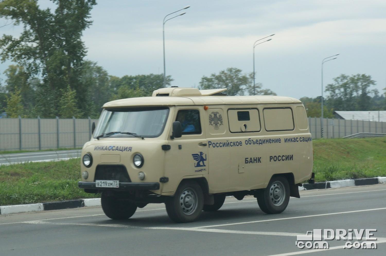 """Естественно, и в """"классическом"""" образе броневики УАЗ 3741 встречаются"""