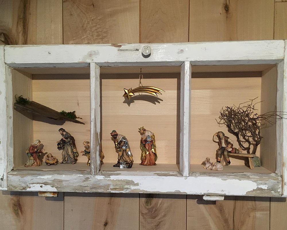 Perfekt für die Weihnachtszeit: Krippe und Krippenfiguren aus Holz