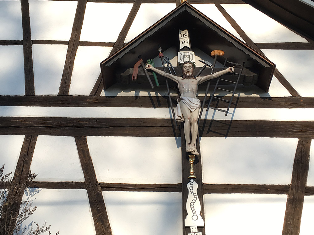 Holzschnitzerei Volk Restaurationen z.B. bei Kruzifixen und Feldkreuzen