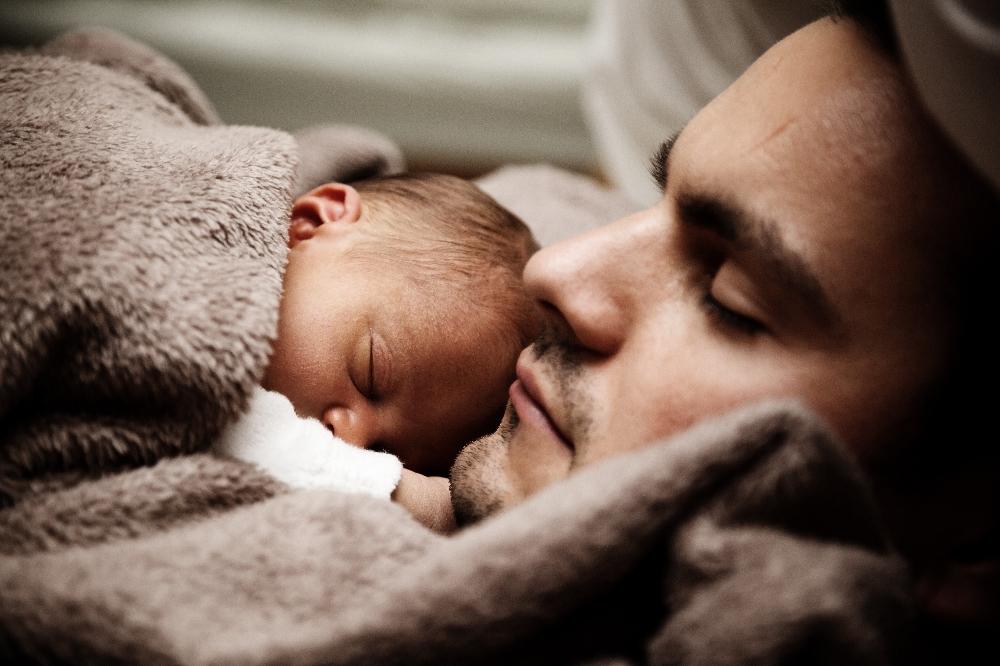 Auch Väter Können Nähe und Sicherheit geben