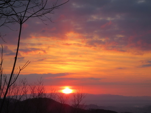 牛尾農場のある神崎郡名の由来となった神前(かむさき)山から望む初日の出