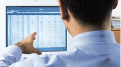 MWS-Buchhaltungsservice Unternehmen, Mann vor PC
