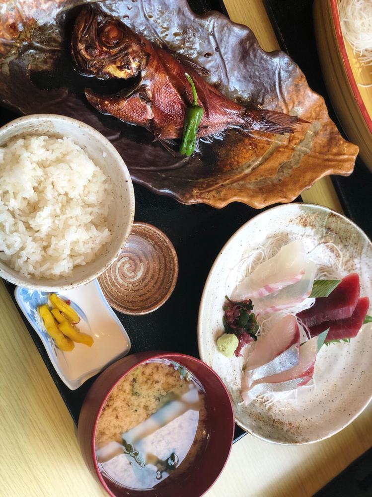 ↑小金目鯛煮付けちょい刺し定食の写真