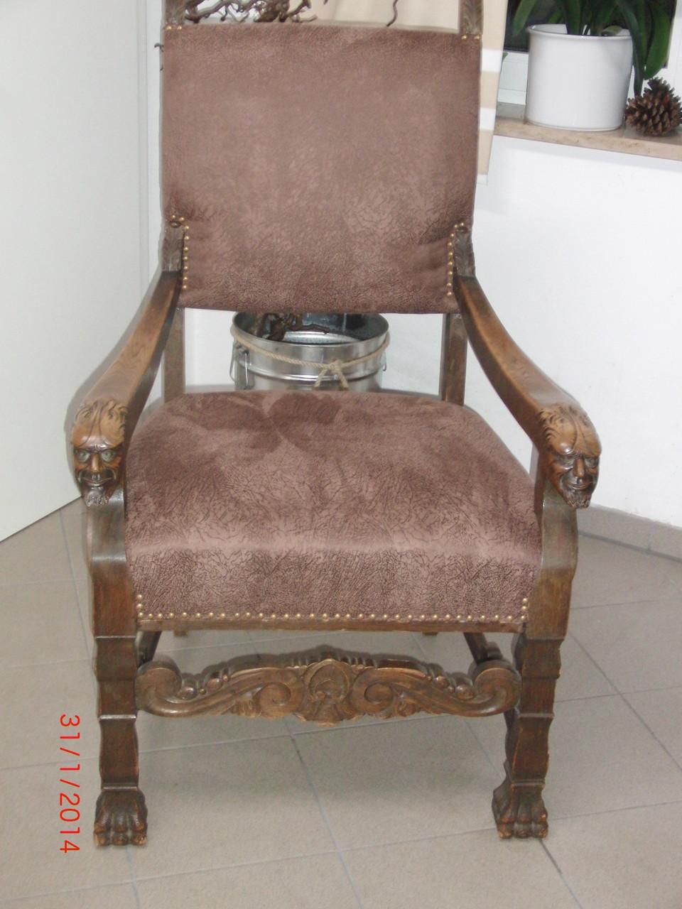 Der fertige Stuhl mit dekorativer sichtbarer Ziernagelung aus Meisterhand