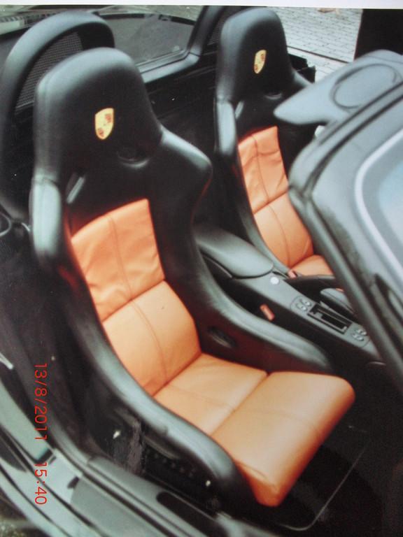 Autositze (Schalensitz) aus echtem Leder zweifarbig bezogen