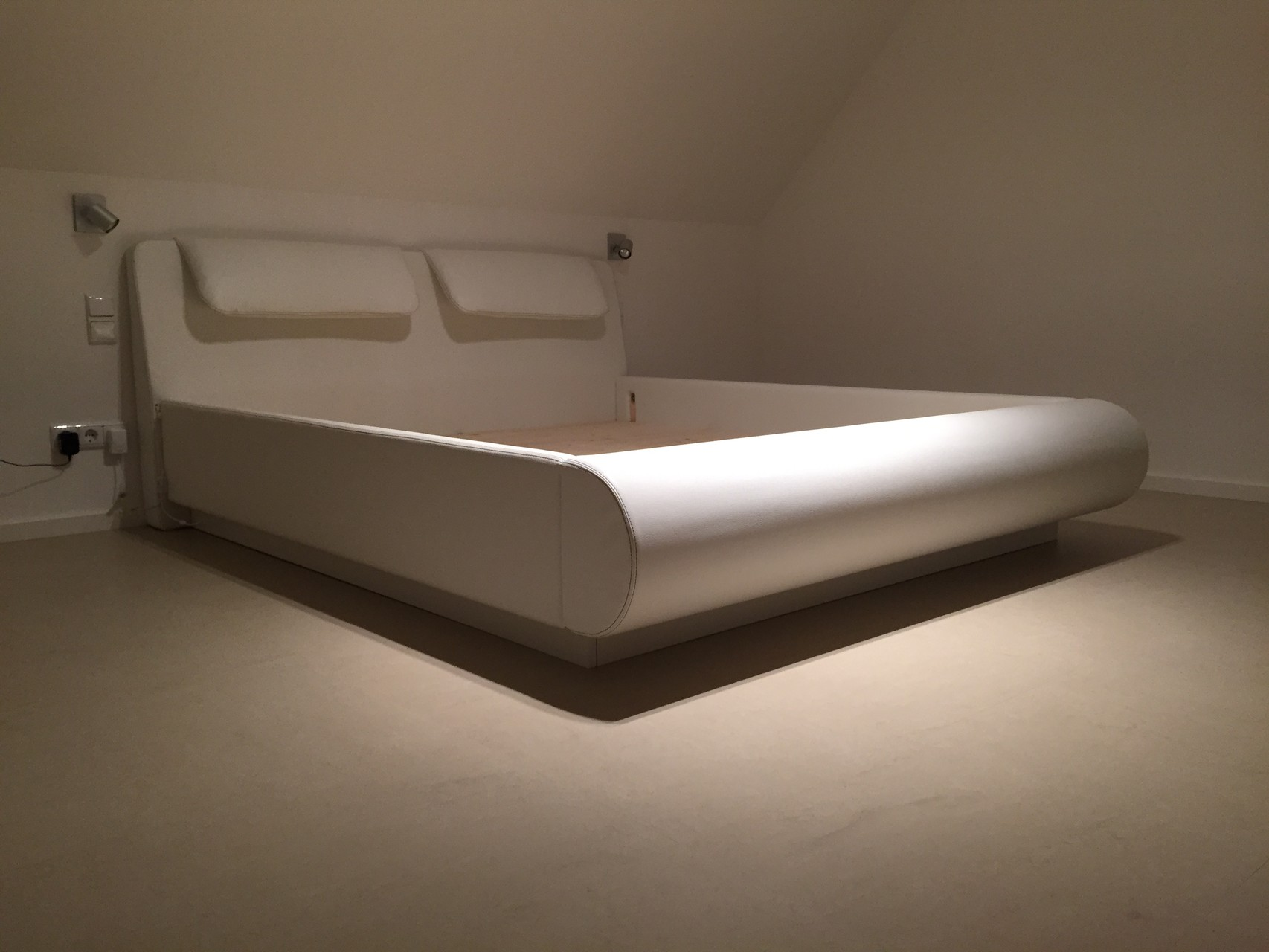 Sonderanfertigung- Bett nach Kundenwunsch bezogen