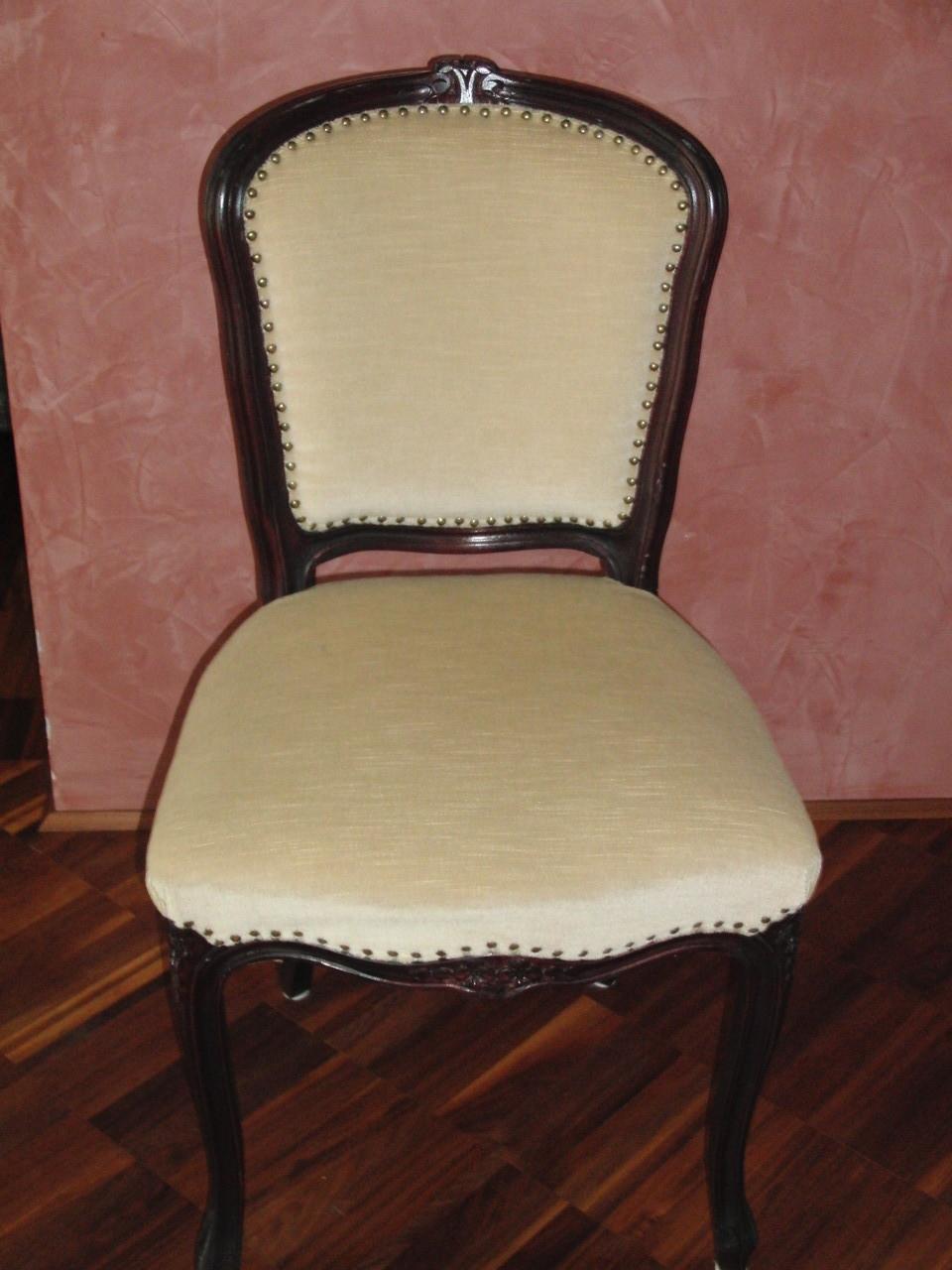 Stuhl neu augepolstert und bezogen