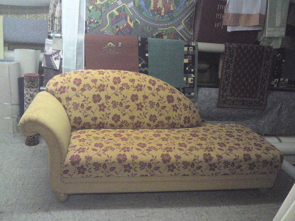 Sofa neu aufgepolstert und bezogen