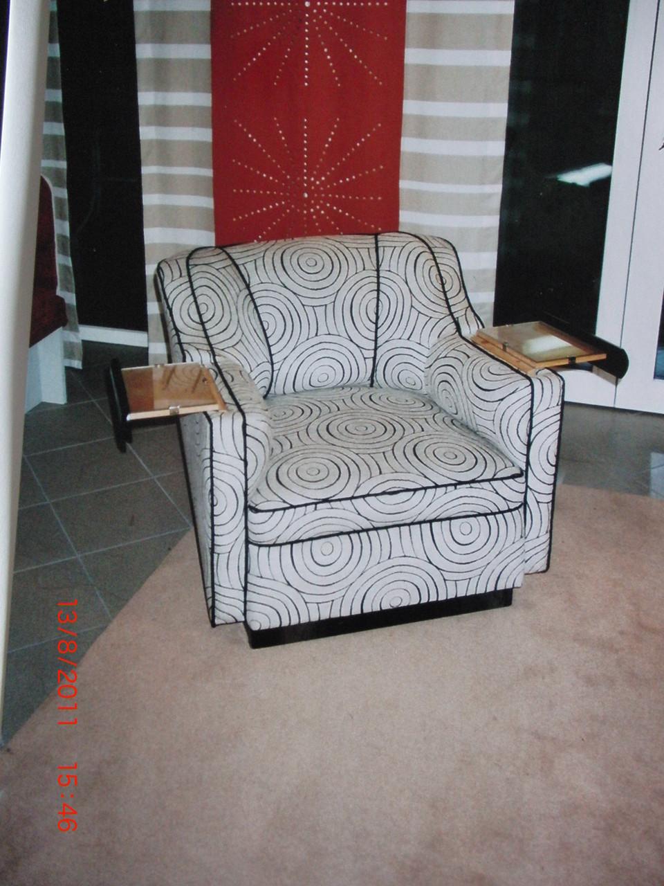 antiker Sessel neu gepolstert und bezogen