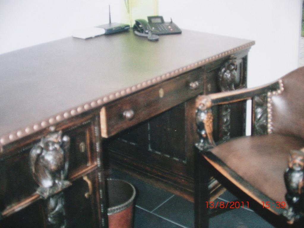 Tischbespannung aus echtem Leder