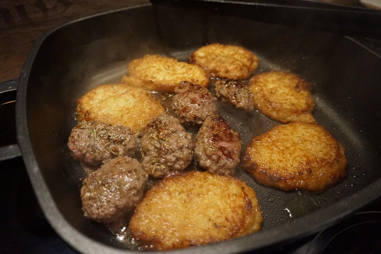 Chimichurri Croissant Burger mit Reibekuchen und Kaese