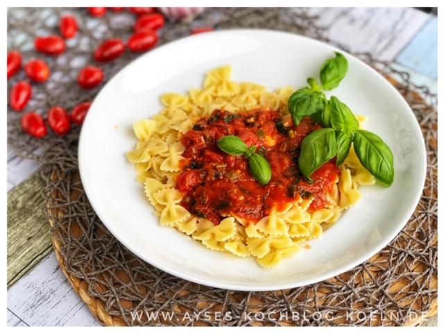 schnelle Spaghetti mit Tomatensosse und Basilikum l Spaghetti Napoli fertig in 15 Minuten