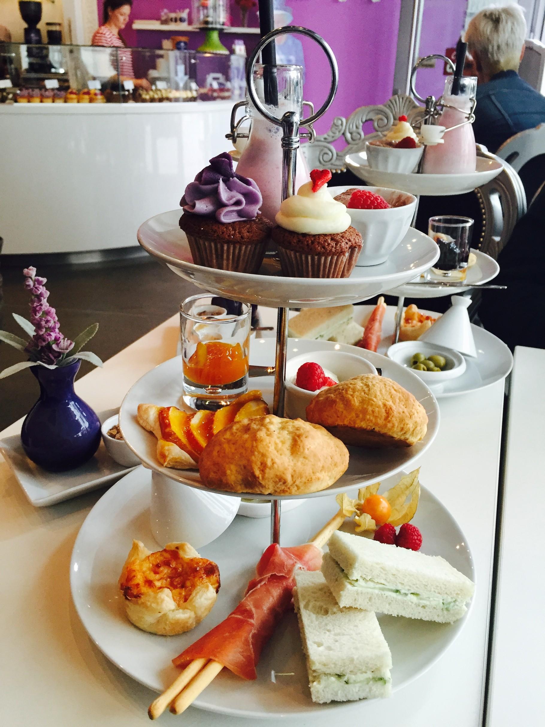royal tea time bei royal cupcakes in k ln erfahrungsbericht tuerkische rezepte foodblog. Black Bedroom Furniture Sets. Home Design Ideas