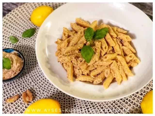 Orientalisches Pesto mit Walnuessen und Ricotta