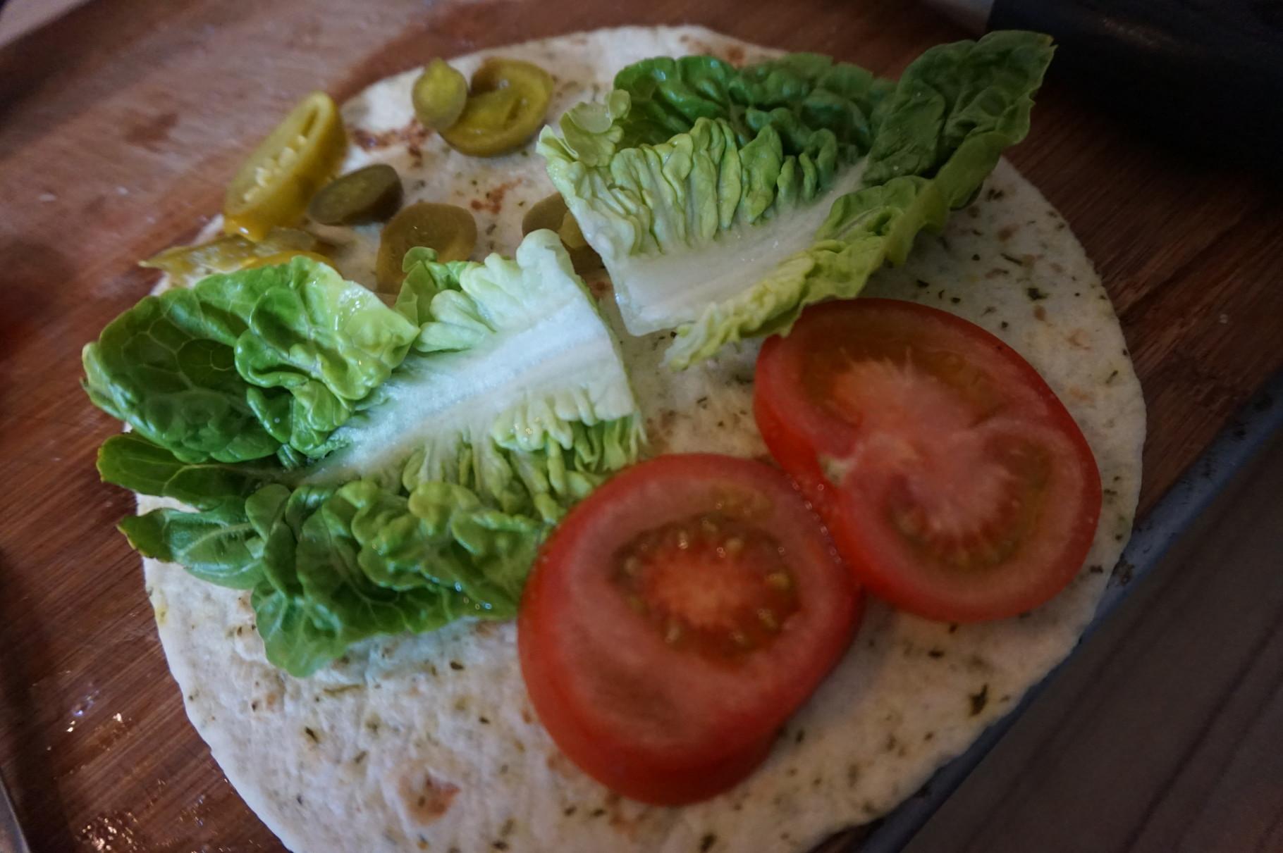 Tomaten Jalapeno Salat drauf...