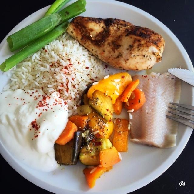 Haehnchenbrust mit Reis Joghurt und Gemuese | 500 Kalorien