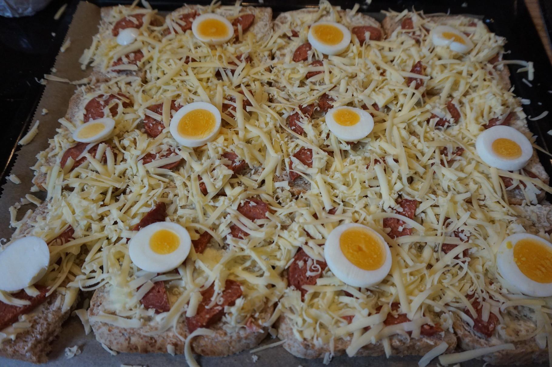 Mittig das Ei legen - schnelle Toastpizza