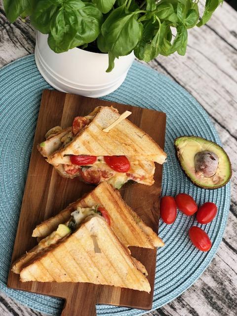 Caprese Sandwich mit Avocado l so schmeckt der Sommer l Sommer Sandwich