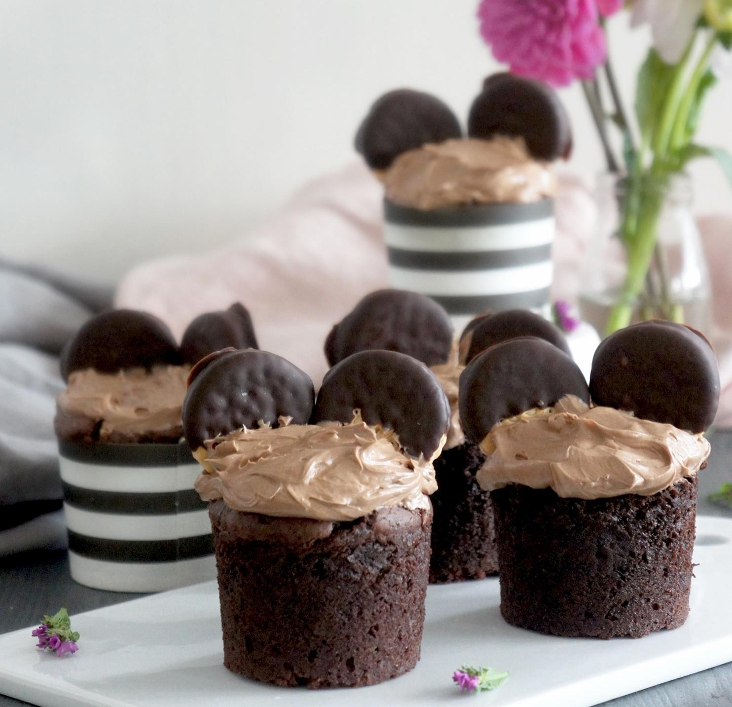schoko muffins mit nuss nougat creme und maeuseoehrchen. Black Bedroom Furniture Sets. Home Design Ideas