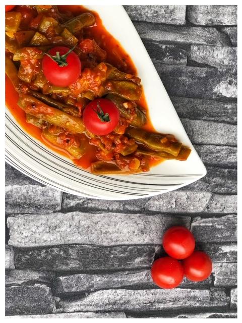 Türkische Bohnen-Rezept Yesil Fasulye mit Olivenoel l grüne Bohnen in Tomatensauce