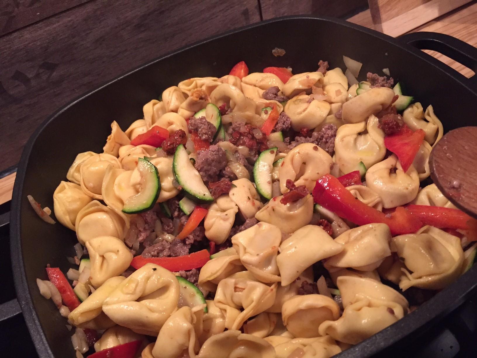 Schnelle Tortellini Pfanne | Fertig in 20 Minuten mit Hackfleisch