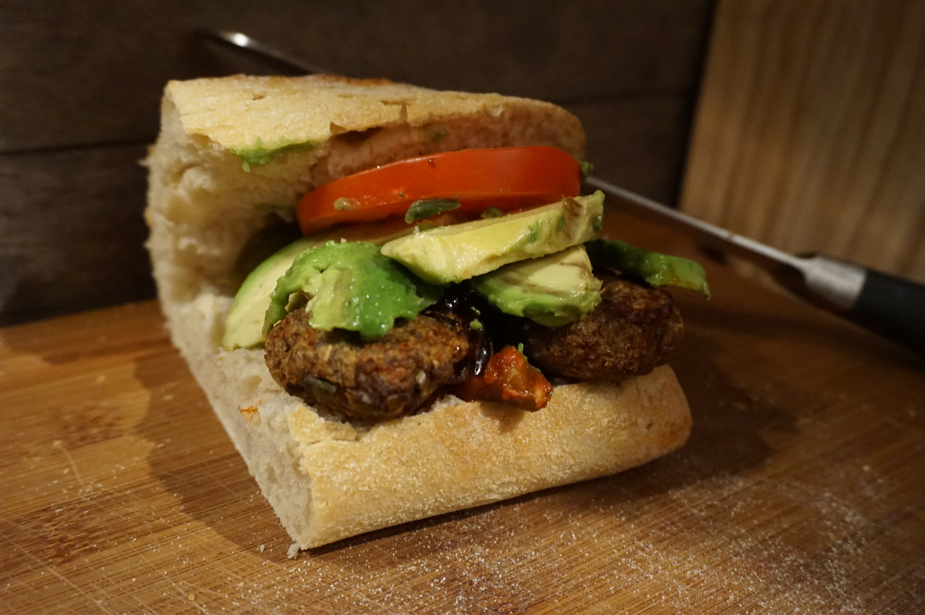 rezept ciabatta k fte buletten burger mit avocado tuerkische rezepte foodblog. Black Bedroom Furniture Sets. Home Design Ideas