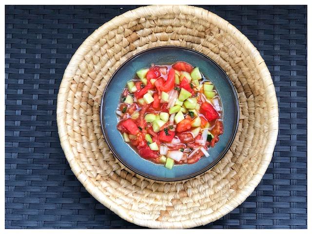 Tuerkische Gazpacho mit Tomaten und Minze l Kalte Gemuesesuppe tuerkischer Art