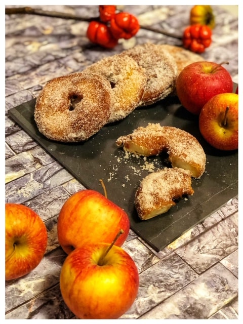 gebackene Apfelringe l Frittierte Apfelringe im Teigmantel l Apfelbeignets