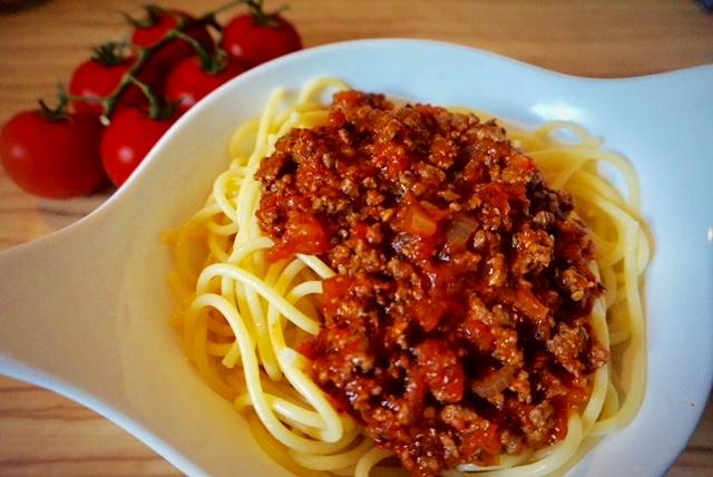 schnelle Bolognese auf den Tisch l einfachste Bolognese der Welt amk
