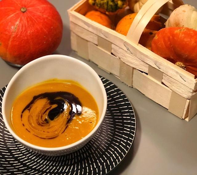 Schnelle Kuerbis Kokos Suppe mit Ingwer und Curry