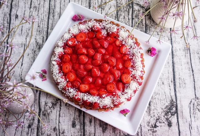 Einfacher Erdbeerkuchen mit Vanille-Puddingcreme l Erdbeer-Liebe in 10 Minuten