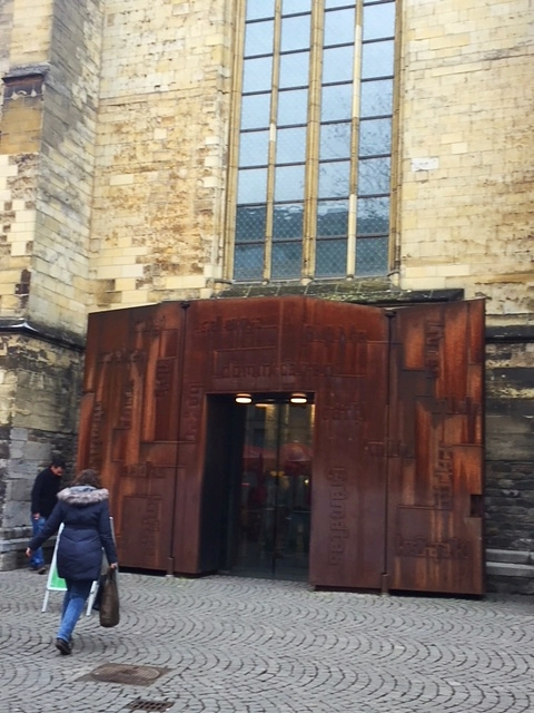 Die schoenste Buchhandlung in Europa l eine Buchhandlung in einer Kirche in Maastricht
