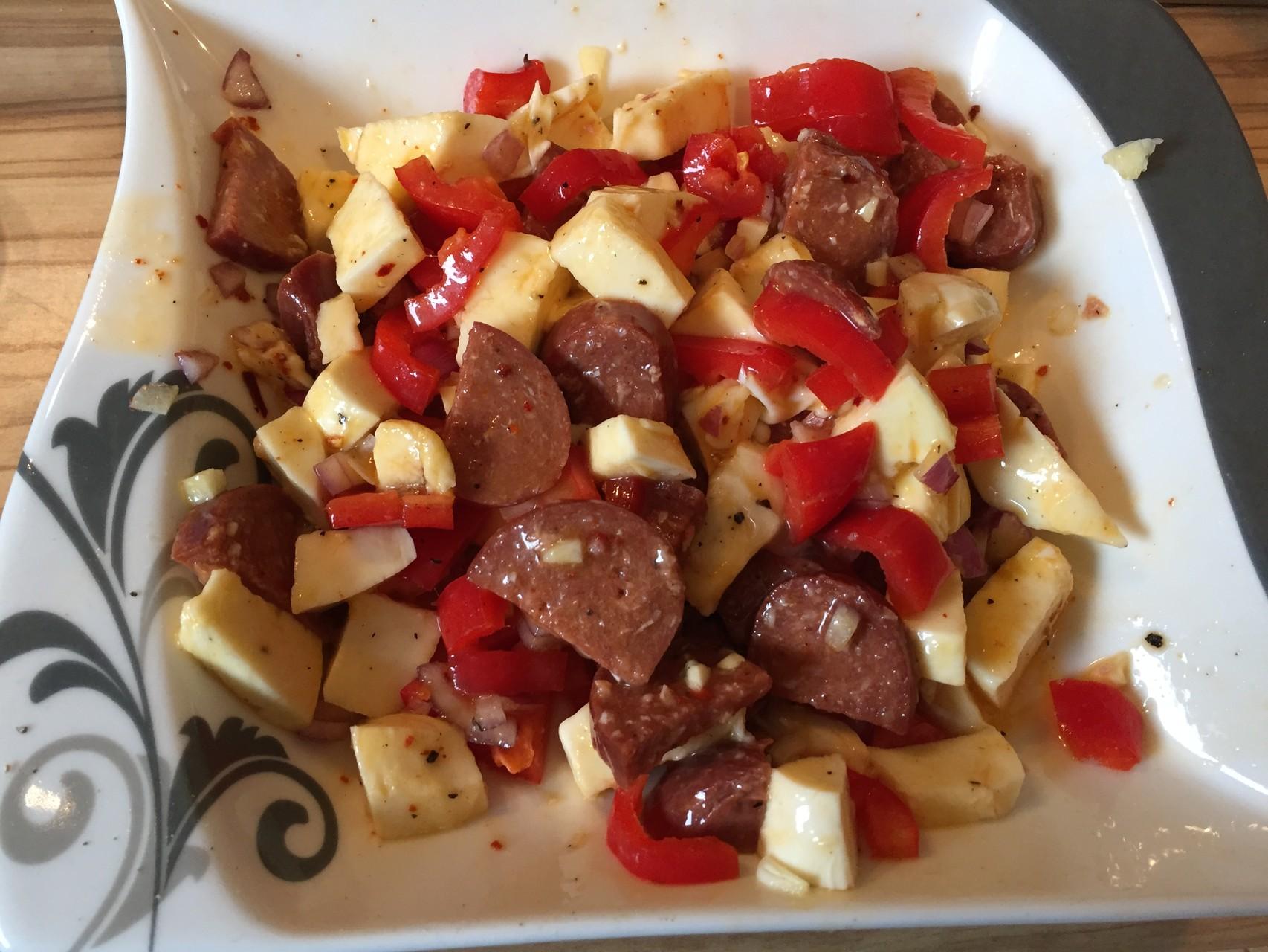 Rezept Bunter Blaetterteig Kaese-Strudel mit Sucuk und geroestetem Sesam