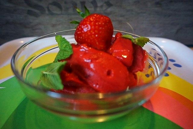 schnelles Erdbeer Sorbet | Fertig in 2 Minuten