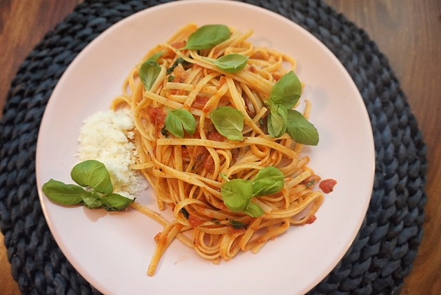 vegane Spaghetti Napoli in 15 Minuten l Spaghetti mit veganer Tomatensosse
