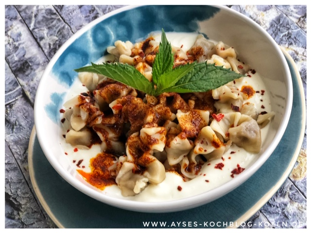 Tuerkische Manti mit roter Sauce l Manti Teig l Tuerkische Tortellini mit Joghurtsauce