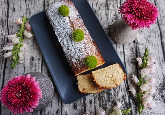 Einfacher und saftiger Zitronenkuchen mit Vanille l Drizzle Cake mit Zitrone