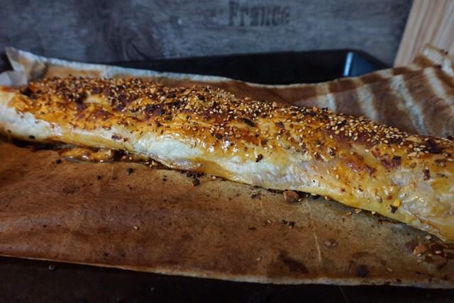 Pesto Wurst mit Käse im Blaetterteigmantel