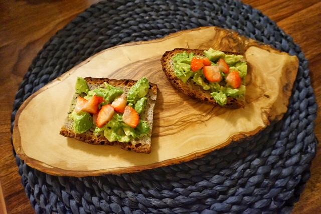 Mein Lieblingsbrot l Brot mit Avocado und Erdbeeren